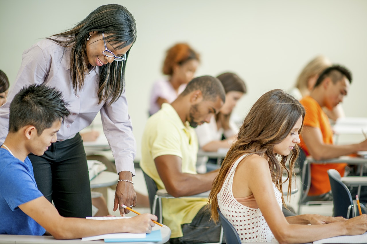 are students customers to the university Opposing concepts: students and customers of higher education the authors suggest that the potential customers of the university.